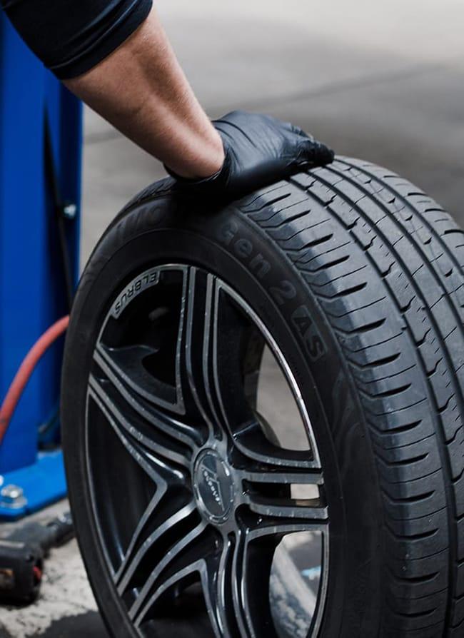 shot-2-of-mobile-mechanic-doing-mobile-tyre-fitting-service-in-amersham